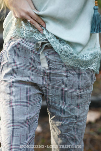 Pantalon-très-confort-stretch-à-carreaux-fond-kaki-clair-b58