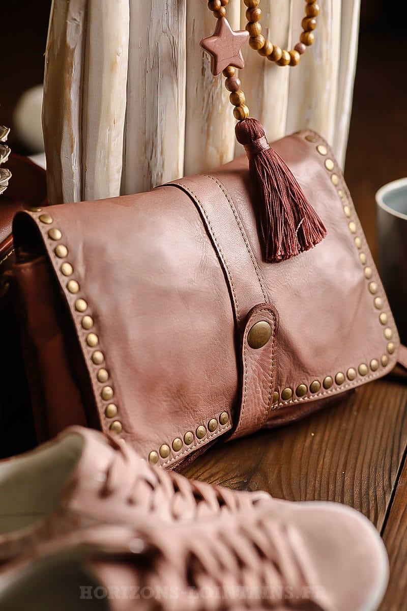 Pochette femme en cuir vieux rose avec bouton pressoir fermeture éclair