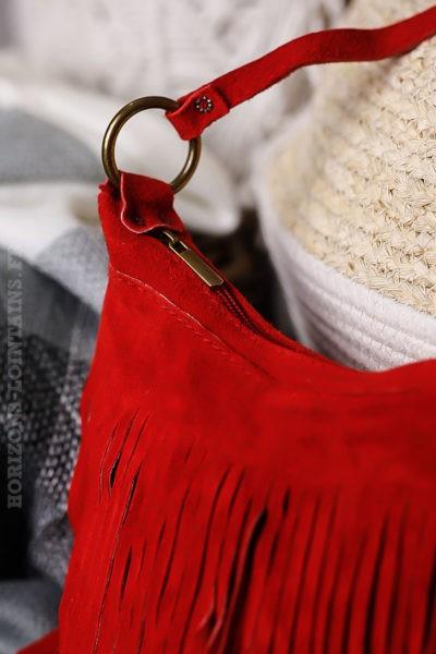 Sac-seau-rouge-cuir-velours-à-franges-lien-ajustable-détail-fermeture-éclair-look-hippie-chic-046