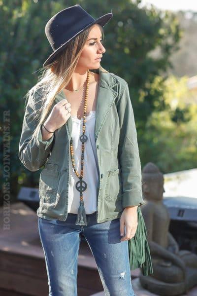 blazer-kaki-clair-cintré-avec-details-sequins-transparents-veste-femme-look-moderne