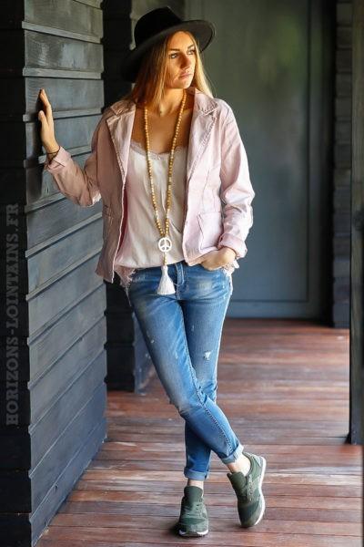 blazer-rose-clair-poudré-cintré-avec-details-sequins-transparents-veste-femme-tendance