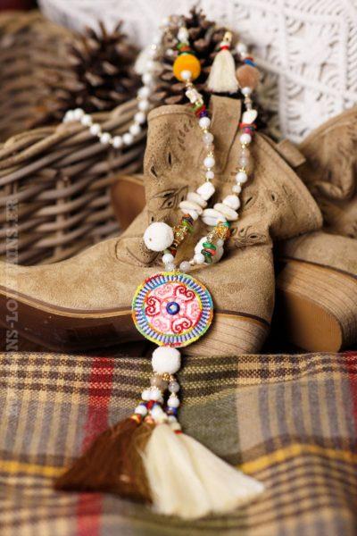 collier-coquillages-pompon-écru-macaron-ethnique-fluo