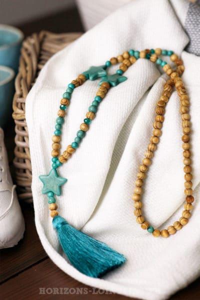 collier-perles-bois-boheme-étoiles-turquoises-foncé bijoux femme 054