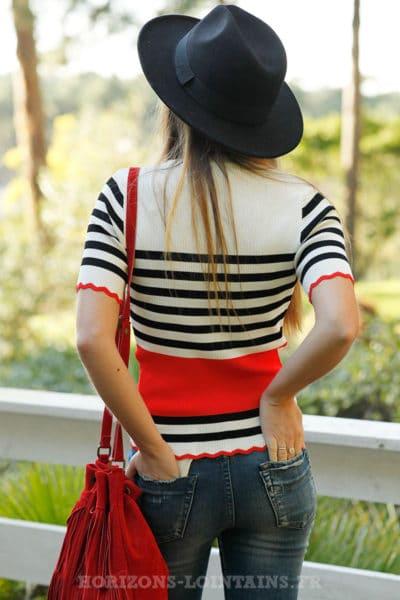 Crop-top-écru-rayures-noires-et-bandes-rouges-dos