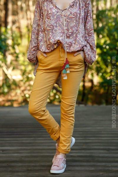 Pantalon-jaune-moutarde-ceinture-lacet-réglable-confortable-femme-moderne-look-tendance