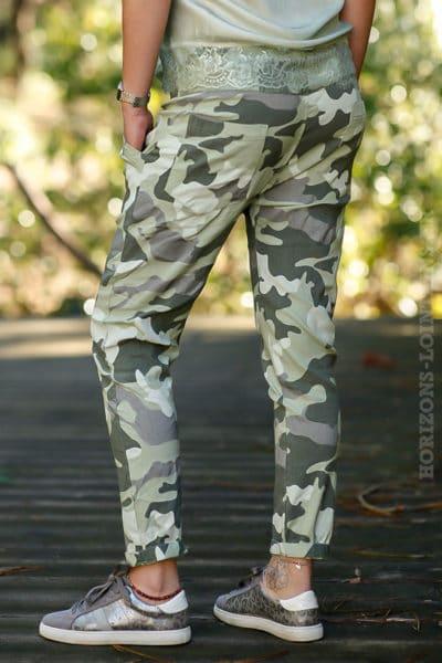 Pantalon-stretch-imprimé-camouflagle-vert-kaki-vêtement-femme-moderne-bas-dégaine-tendance