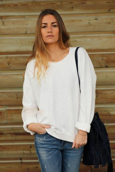 Pull-à-capuche-blanc-avec-etoile-en-relief--c24-sweat--10