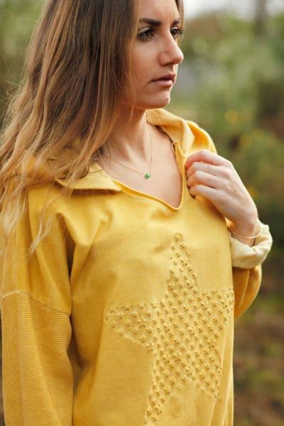Pull-à-capuche-moutarde-avec-etoile-en-relief--c24-sweat-confort-8