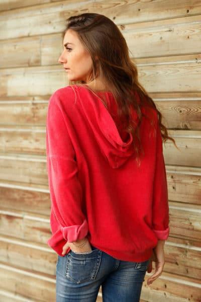 Pull-à-capuche-rouge-avec-etoile-en-relief-c24-3