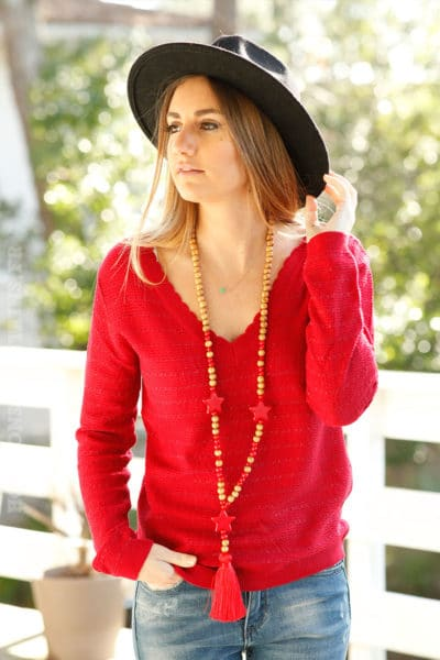Pull-fin-rouge-col-V-broderie-dos-c25-mignon-tendance-chic 2