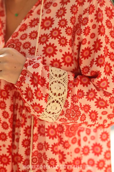 Robe-rouge-imprimé-petites-fleurs-rouges-coupe-droite-effet-voile-doublée-C011
