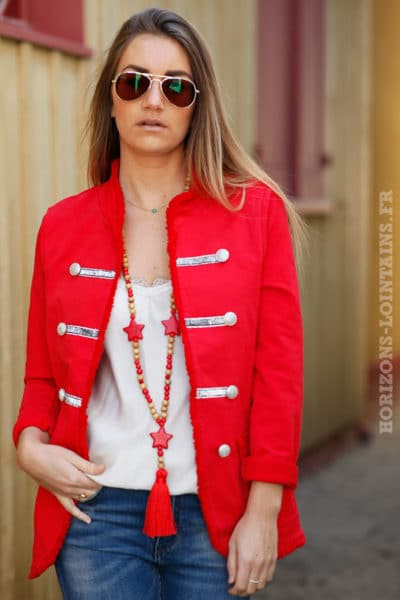 Veste-rouge-style-officier-boutons-brillants-c11