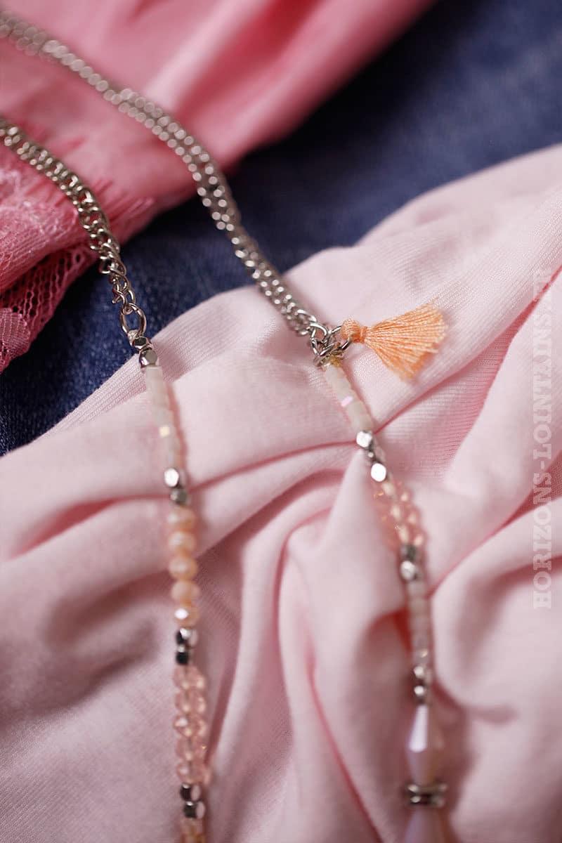 Collier perles rose nude et médaillon argenté
