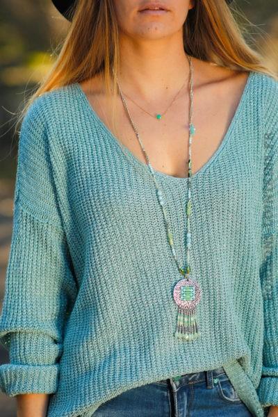 Collier perles vert d'eau turquoise et médaillon argenté