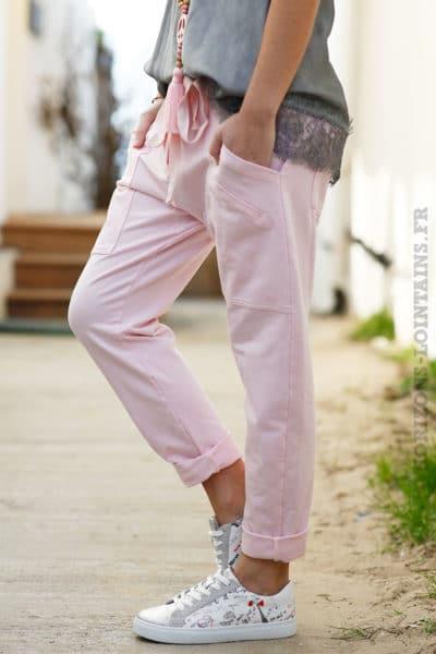 Jogging rose pâle femme style urbain look street wear