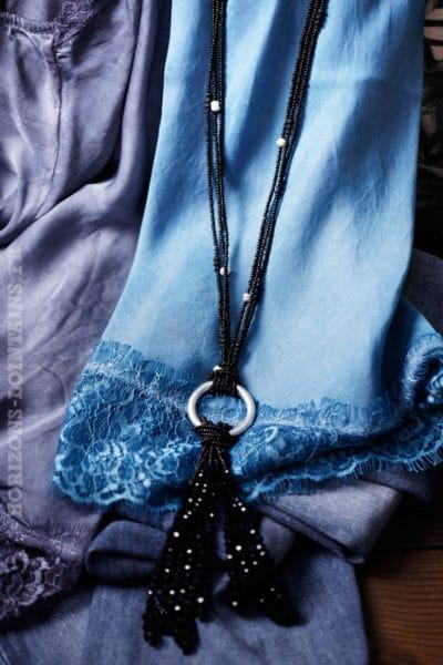 Collier noir petites perles noires anneau métal argenté