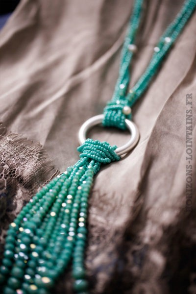 Collier turquoise petites perles anneau métal argenté