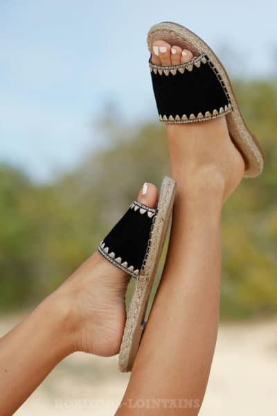 Mules-noires-ethniques-c06-sandales