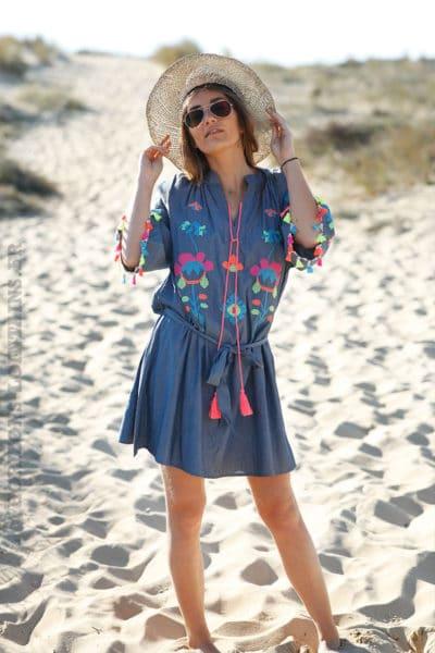 Robe bleue effet denim broderie colorée