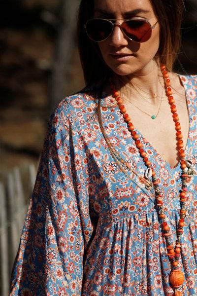 Robe-longue-bleu-ciel-imprimé-fleurs-orangé-c38
