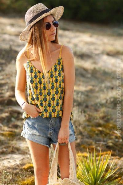 Top-jaune-à-bretelles-avec-imprimé-kaki-c68-4