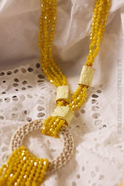 Collier jaune petites perles facettes anneau rotin