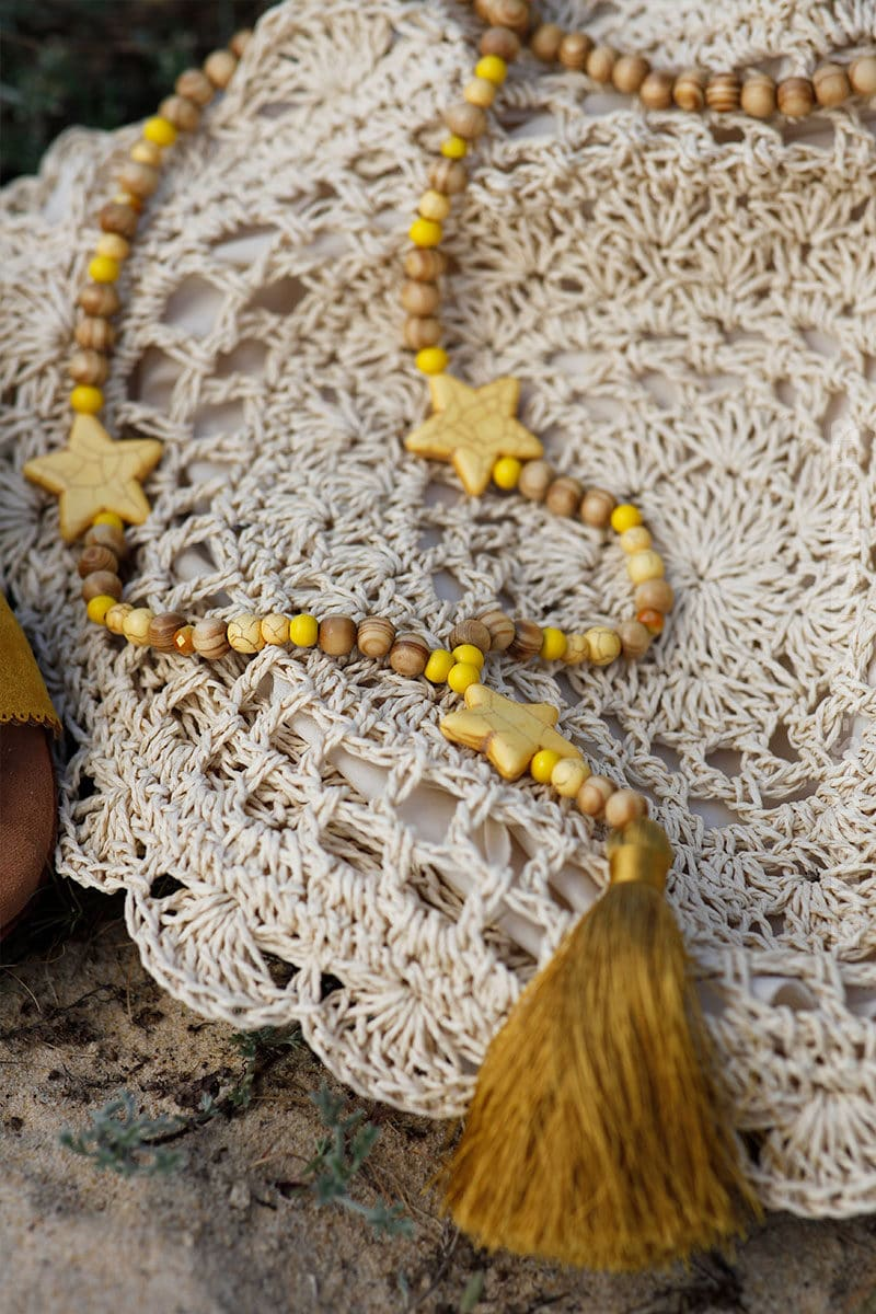 Collier-perles-bois-étoiles--jaune-c54