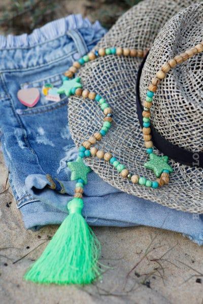 Collier-perles-bois-étoiles-vert-fluo-c54