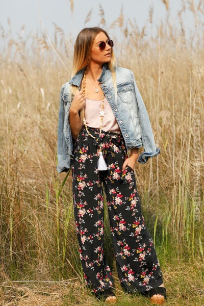 Pantalon-noir-7-8--fluide-imprimé-fleuri-c15