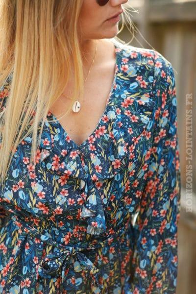 Robe-bleu-marine-imprimé-fleurs-exotiques-col-volant-c51-3
