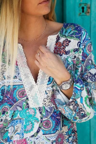 Robe-colorée-nuances-de-bleu-avec-dentelle--c46