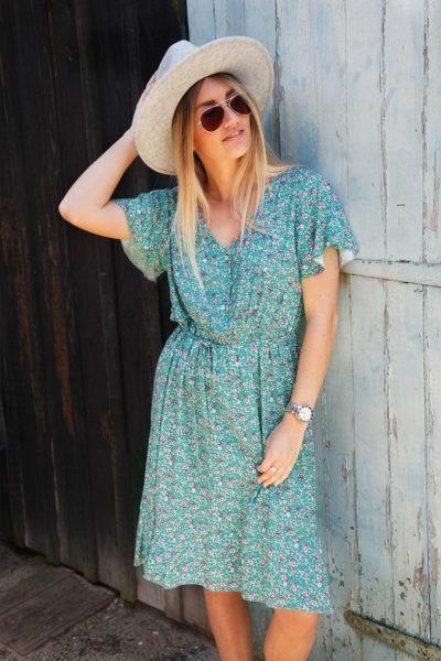 Robe-vert-amande-imprimé-fleurs-petits-boutons-lien-à-nouer-c50