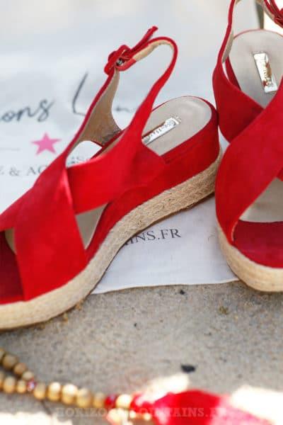 Sandales-rouge-en-suédine-compensées-c17