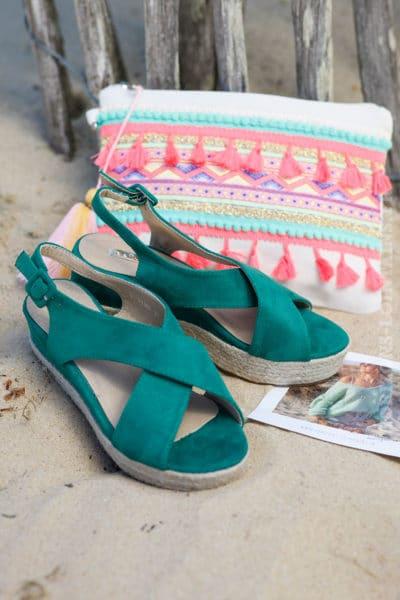 Sandales-vert-en-suédine-compensées-c17