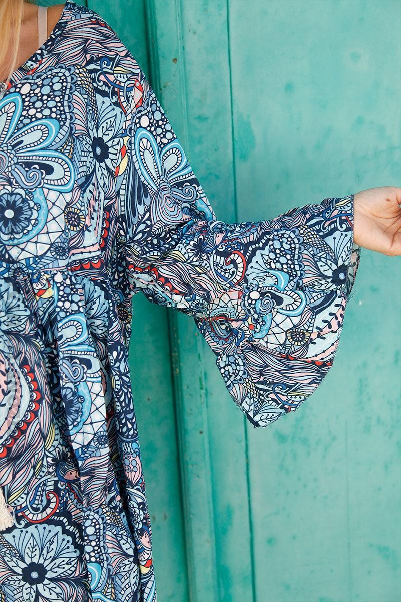 Tunique-bleue-imprimé-graphique-esprit-fleurs-c117