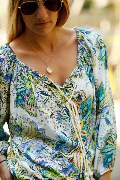 Tunique-fond-blanc-imprimé-fleurs-tropicales-colorées-c102