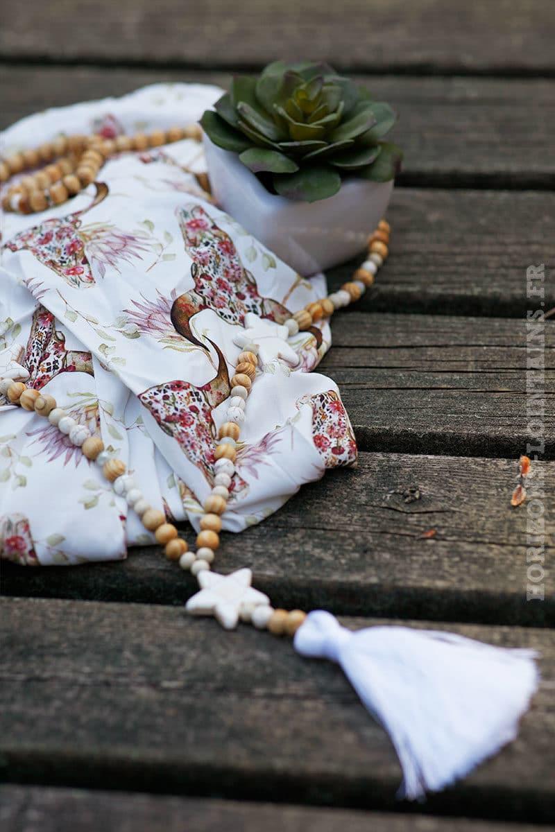 collier-perles-bois-3-etoiles-blanc-boheme-hippie-sautoir
