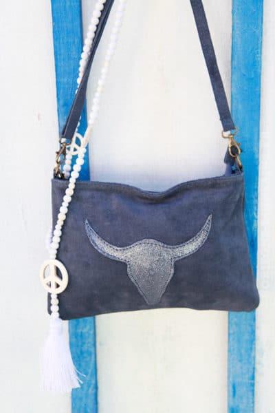 Pochette-tête-de-buffle-bleu-jean-foncé-012