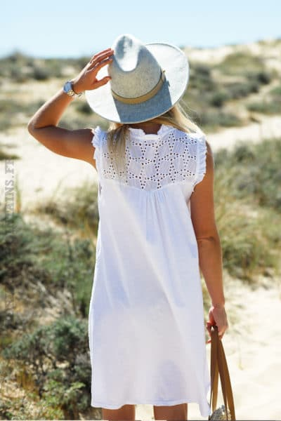 Robe-blanche-broderie-anglaise-manches-courtes-volants-c80