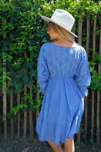 Robe-bleu-broderie-anglaise-ajourée-manches-volants-c45