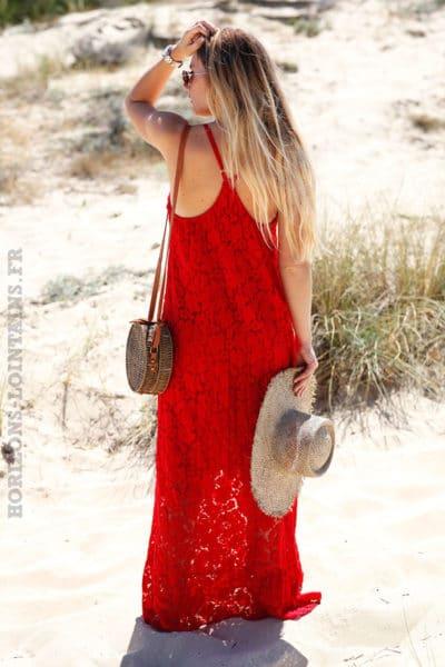 Robe-longue-rouge-en-dentelle-bretelles-croisées-c79