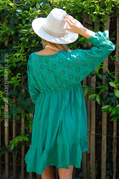 Robe-verte-broderie-anglaise-ajourée-manches-volants-c75