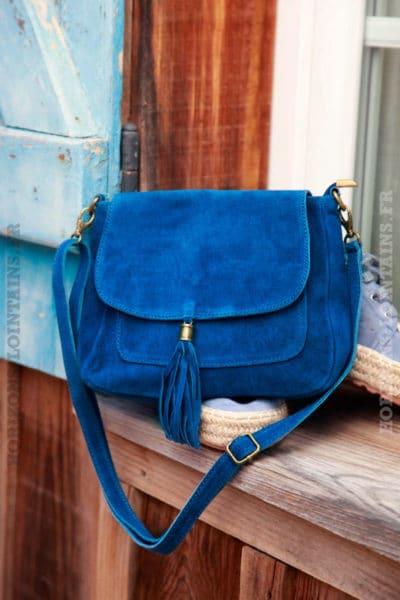Sac-besace-pompon-croûte-de-cuir-bleu-jean-foncé-031