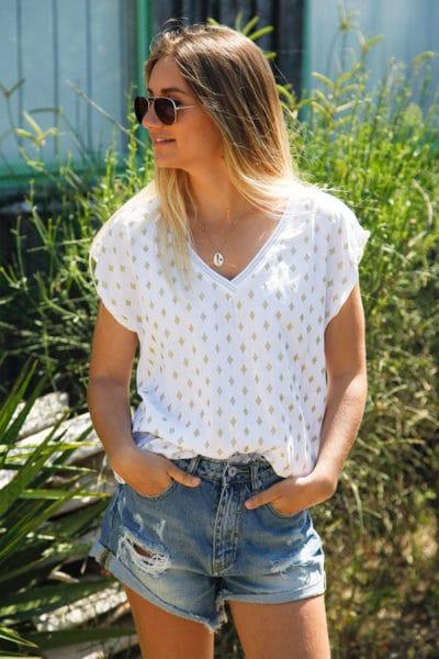 T-shirt-blanc-col-brillant-imprimé-losanges-dorés-c145
