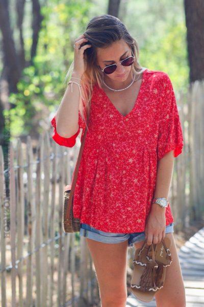 blouse-rouge-manches-courtes-imprime-etoiles-dorees-C143