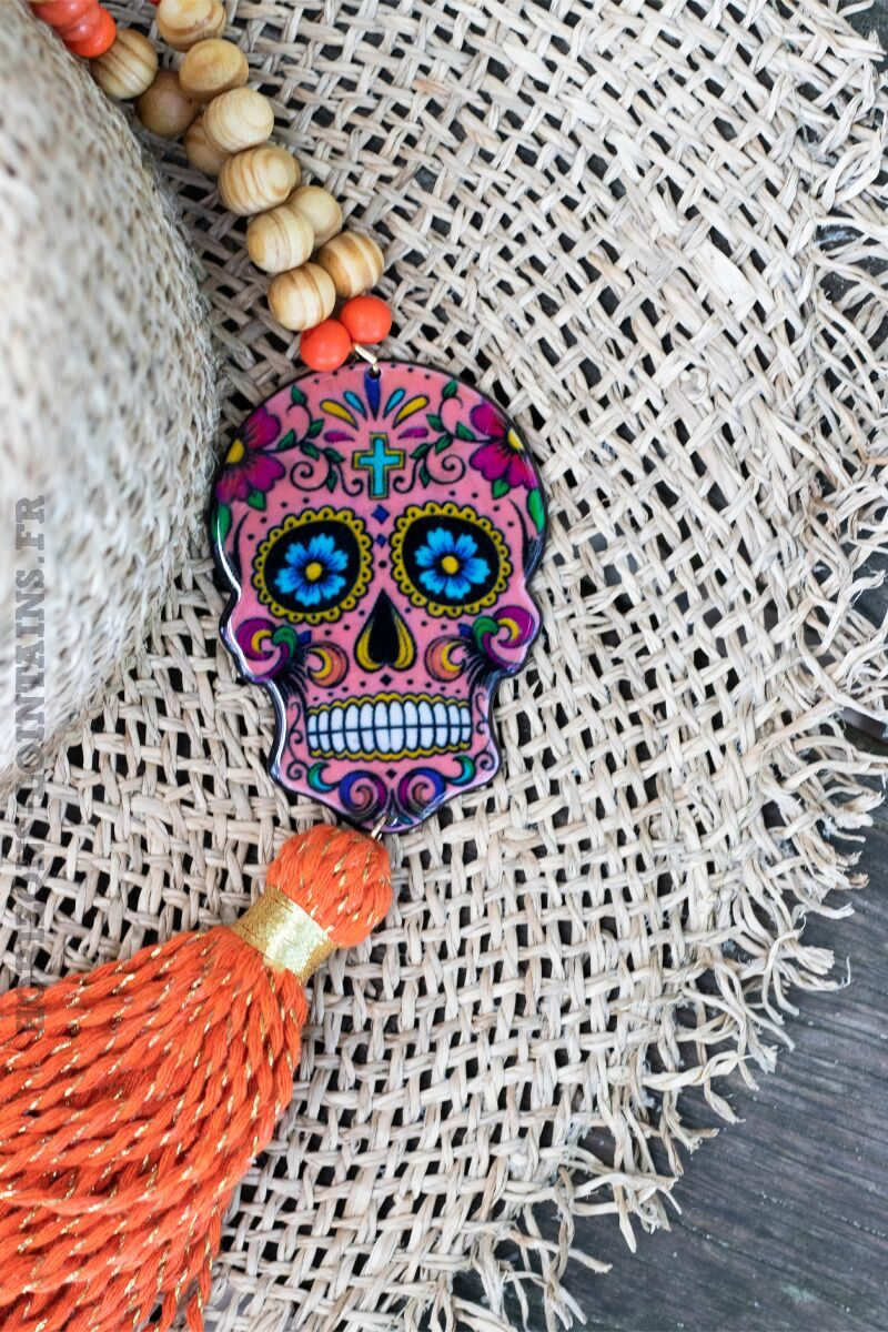 collier-bois-tete-mort-mexicaine-pompon-orange-C127