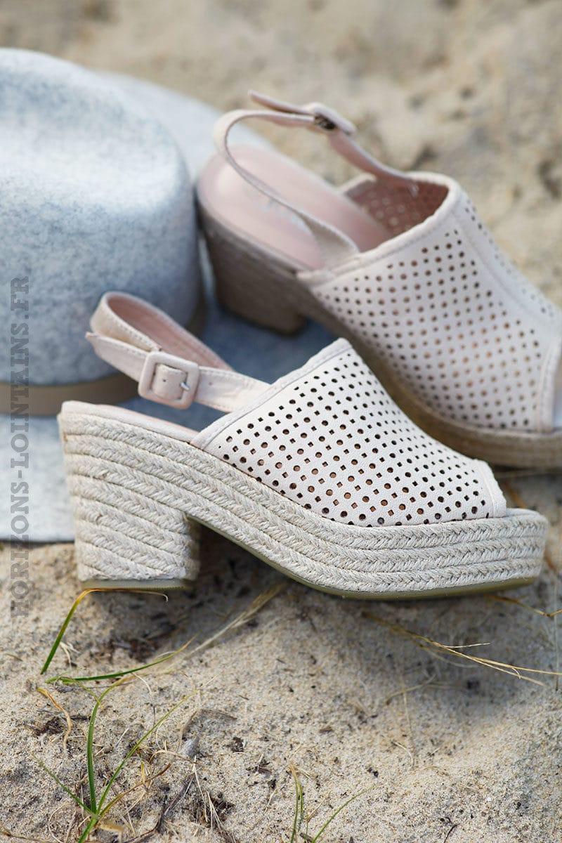 Chaussures-beiges-esprit-sabots-c24