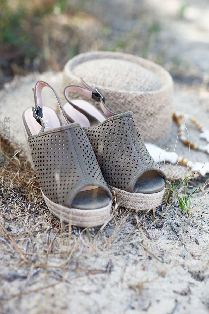 Chaussures-kaki-esprit-sabots-c24