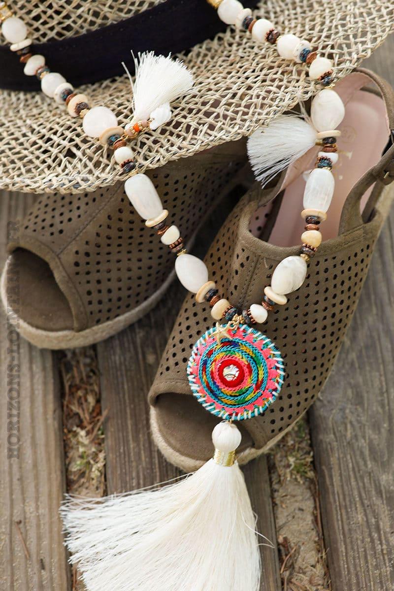 collier-beige-pompon-perles