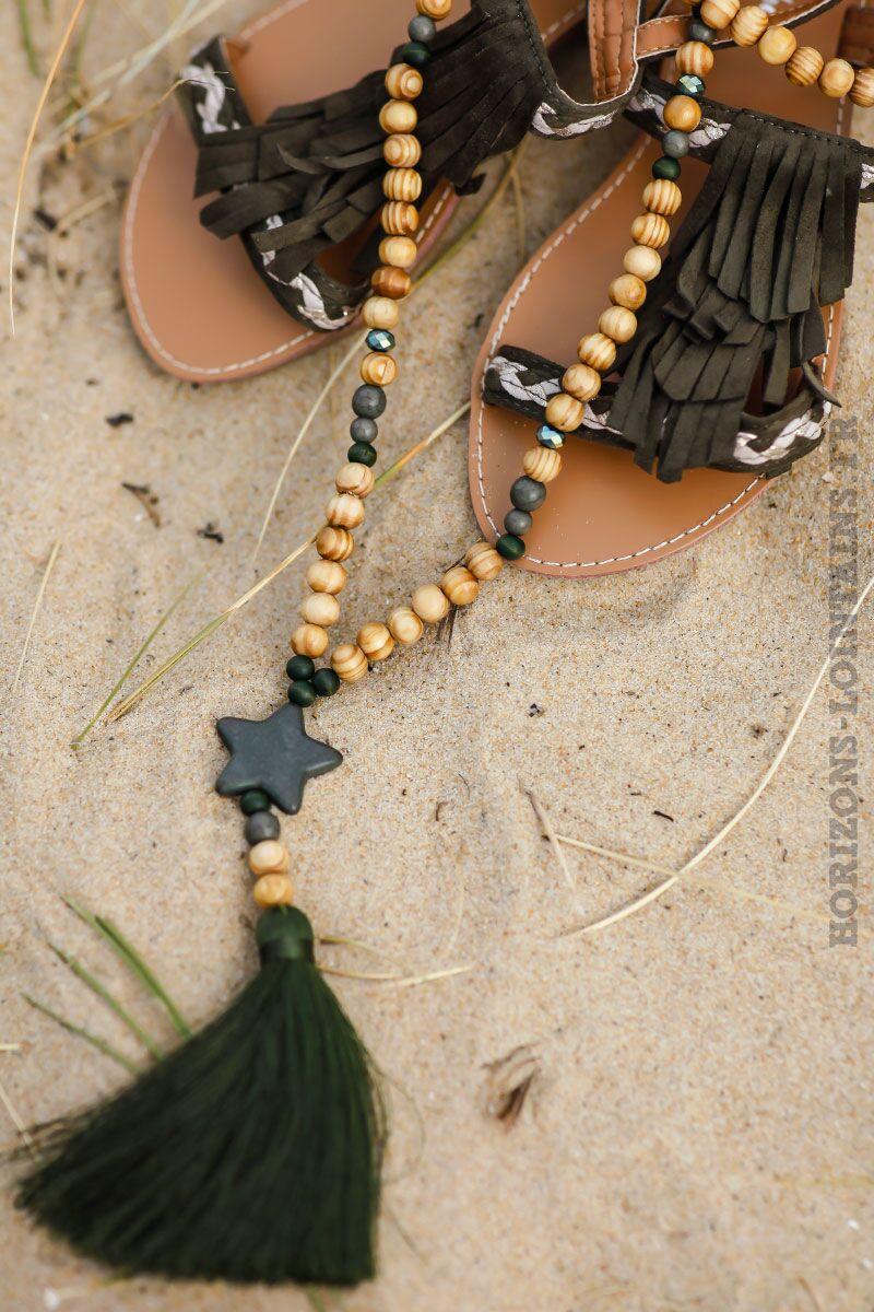 collier-perles-bois-étoile-pompon-kaki